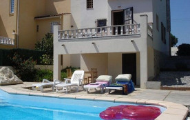 CONCHITA, maison mitoyenne avec piscine privée sécurisée