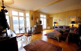 Large 2BR Paris Vacation Rental at Congress Center