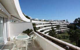 Los Granados Playa est un unique appartement, penthouse situé à Estepona (Costa del Sol), à côté ...