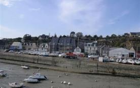 Sur le port de Dahouët, à 1.5km de la plage du Val-André et 1.8km des commerces, appartement de 4...