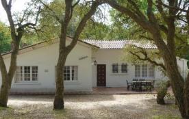 Villa indépendante, terrain d'environ 1500 m², ombragé et clos. Cette maison de 4 pièces est situ...