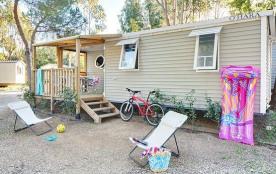 Idéal en famille ou entre amis ! Le mobile home « RIVIERA » dispose d'une belle terrasse couverte.