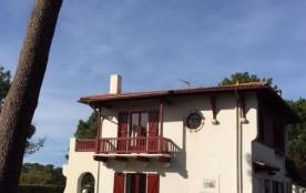 Villa ancienne spacieuse très proche du lac marin, sur 2 niveaux, mobilier ancien avec du charme....