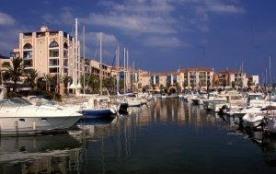 Résidence 'Les Villegiales du Quai D'honneur' située entre port et montagne, belle résidence de 4...