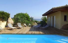 Belle villa familiale avec piscine et vue mer située dans le golfe de Sant'Amanza.