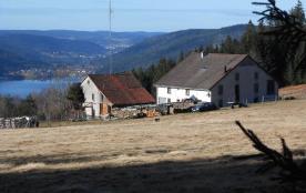 Ancienne ferme rénovée dominant le lac et la vallée