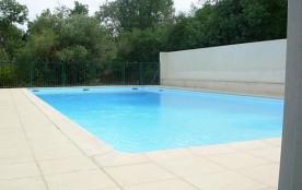 Studio alcôve au dernier étage d'une résidence avec piscine