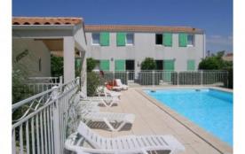 Petite résidence avec piscine sécurisée sur l' île d'Oléron. Maisons 2 , 3 ou 4 chambres.  .