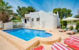 La villa AA115 est une petite villa bien meublée et construite dans le style « Mauresque ».