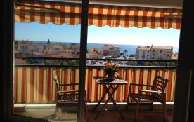 A l'intérieur climatiser, la terrasse et la vue mer
