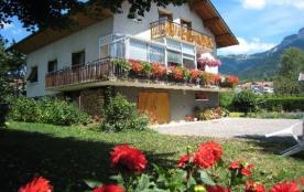 Appartement dans villa avec piscine et vue sur montagnes
