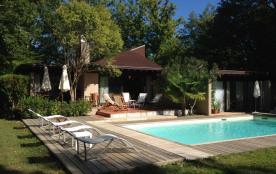 Grande villa, golf et piscine privée, proche Bordeaux et St Emilion