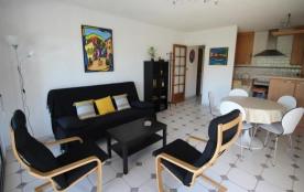 FR-1-309-131 - Appartement F2 moderne et lumineux, situé proche de la plage, avec climatisation r...