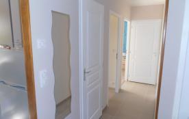 couloir vers les chambre et salle de bain