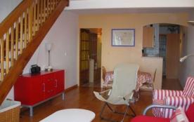 Très beau 3 pièces en duplex au cinquième étage d'une résidence située proche de la plage et du P...