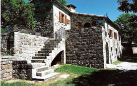 Très belle maison en grès rose, avec 2 terrasses très agréables dont 1 couverte (superbe vue sur la Cévenne et ses ch...