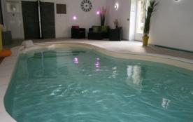 gîte 6 personnes avec piscine interieure chauffée et étang de pêche , proche des plages du debarq...
