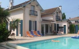 Villa 8-9 personnes avec piscine et jardin arboré - au calme - Centre ville de Biscarrosse - 4060...