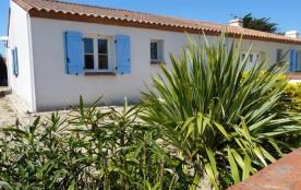 300 m env. mer, proximité plage et point surf, maison récente T3 avec jardin clos / 5 personnes