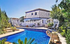 Avec ses 800m² de terrain clos, la villa &a
