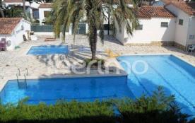IB-7953 - Très agréable maisonnette semi-mitoyenne avec une splendide piscine communautaire, très...