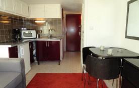 Appartement studio de 18 m² environ pour 2 personnes, au calme et à 2 pas du cœur de la station, ...