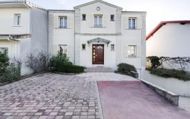 squarebreak, Maison avec piscine dans quartier paisible