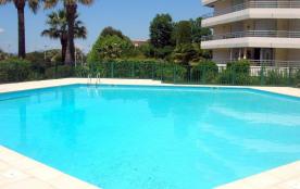 Studio, Sud/Ouest, RDC surélevé avec vue piscine et aperçu mer - Résidence sécurisée de 5 étages ...