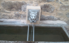 la fontaine du gîte ou l 'eau coule encore et encore...