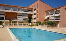 Appartement 2 pièces mezzanine pour 5 personnes avec loggia vue piscine.