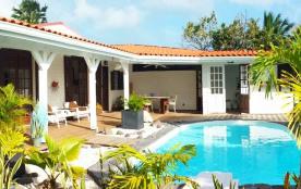Vacances aux Antilles dans une villa pour 6 personnes avec piscine privée et jardin en bord de mer - Le Gosier