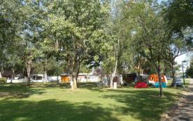 Situé au bord du lac du village, ce village vacances est composé de 24 chalets indépendants.