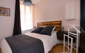 Très cosy et lumineux logement avec 1 chambre. Parfaitement situé à 2 min du métro Vieux Lyon Calme et confortable