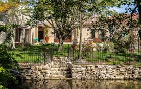 En Provence   A l'Isle sur la Sorgue    Magnifique maison   avec Piscine chauffée   en bord de rivière
