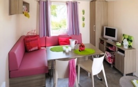 CAMPING LE PARC DE PARC DE LA BASTIDE *** Mobil-Home avec grande terrasse, pergola, mobilier de jardin et piscine.