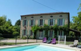 Grande maison de pierre avec piscine dans la campagne bordelaise