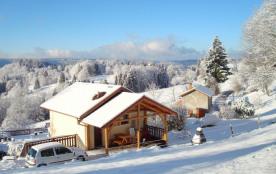 Petit chalet classé 2 étoiles de 30 m² pour 4 personnes, situé à 800 m d'altitude, dans un cadre naturel, plein sud e...