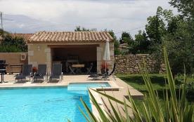 villa neuve tout confort avec piscine dans le sud provencal.