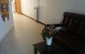 Appartement refait à neuf dans villa. Rez-de-jardin.