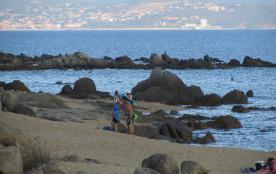 Deux pièces neuf climatisé en bord de plage à Porto Pollo