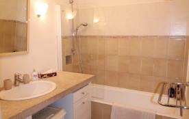 salle de bain pour la chambre Azur et Magenta