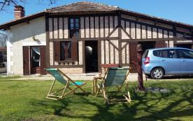 A louer jolie petite maison avec jardin dans un village du Périgord blanc