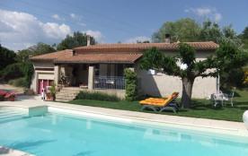 Agréable Villa avec piscine chauffée dans le Luberon
