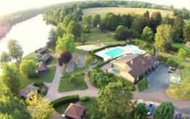 Chalet en bordure d'étang, piscine, campagne. - Mialet