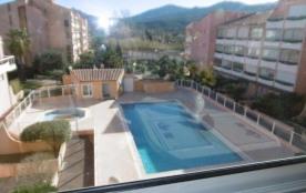 Centre Plage, résidence avec piscine, agréable appartement 2 pièces avec loggia et parking.