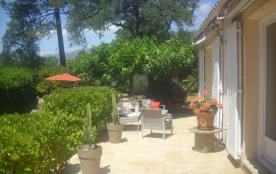 Spacieuse villa de charme située entre mer et centre ville, vue montagne , dans un grand jardin a...