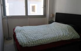La chambre permet de placer un lit bébé 120