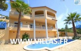 Villa CV Joly - A seulement 3 km de la plage, cette belle villa avec piscine privée et plusieurs ...