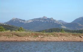 vue panoramique sur les Hautes Corbières châteaux de Peyrepertuse et Quéribus