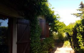Agréable maison avec studio indépendant, dans coin de verdure reposant,  au fond d'une impasse, proche des plages - WIFI